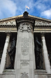 War Memorial in front of the Bank of England