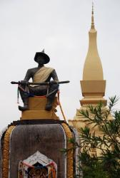 A statue in front of Wat Pha That Luang