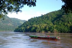 Boat arriving from Huay Xai