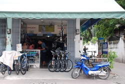 Andrew in a Chiang Mai bike shop