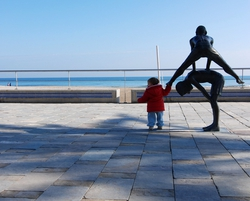 A statue on the Alicante seafront